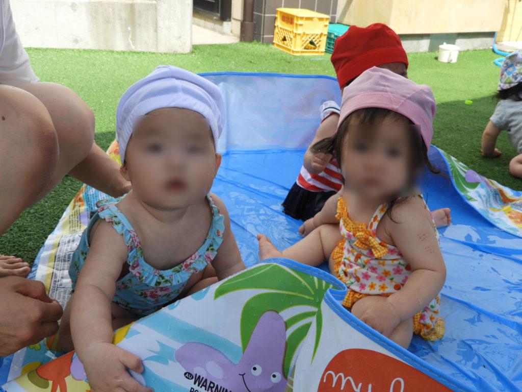 こぐま保育園 0・1歳 プール遊びの様子