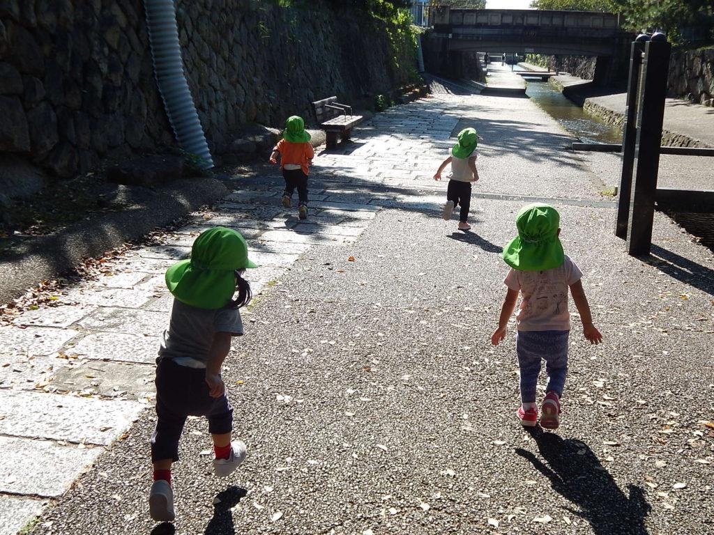 こぐま保育園 つぼみ組 東堀川散策